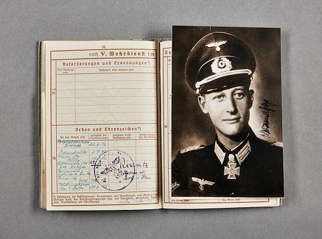 Lot 893 - Deutsches Reich 1933 - 1945 - Orden und Ehrenzeichen - Ritterkreuz : Award and Document Grouping