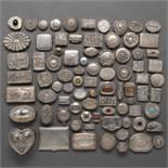 Colección de 80 cajitas en plata punzonada y repujada. Ley, 925. Siglo XX