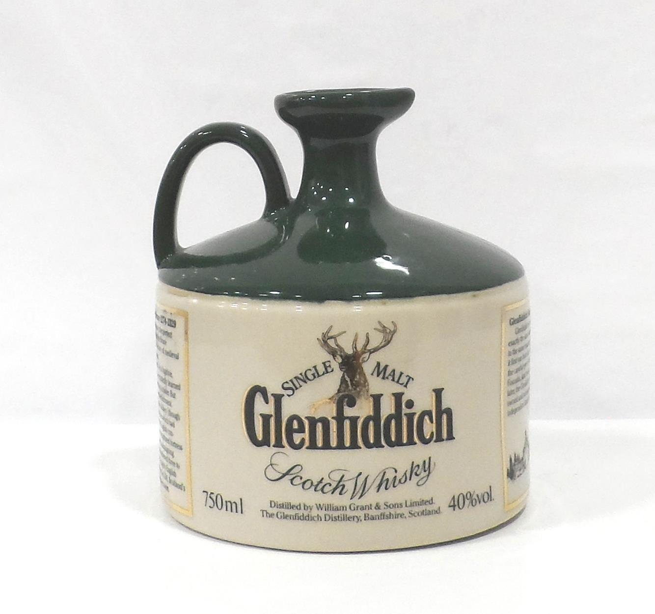 Lot 6 - GLENFIDDICH HERITAGE RESERVE ROBERT THE BRUCE An older decanter of the Glenfiddich Heritage