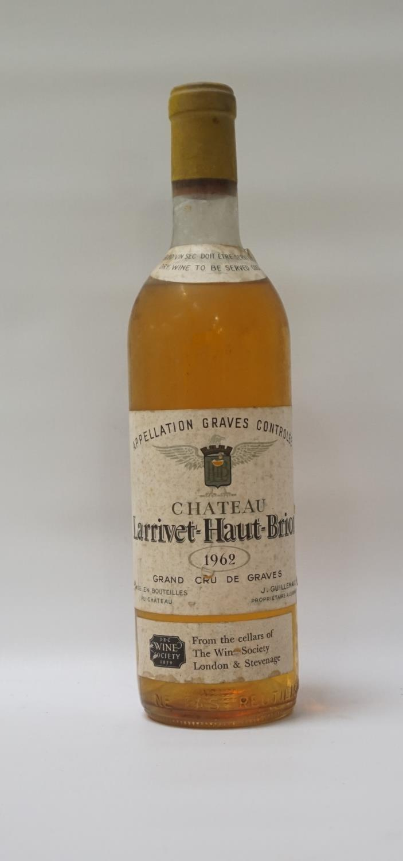 Lot 58 - CHATEAU LARRIVET-HAUT-BRION 1962 VINTAGE A rare bottle of the dry white wine from Chateau Larrivet-