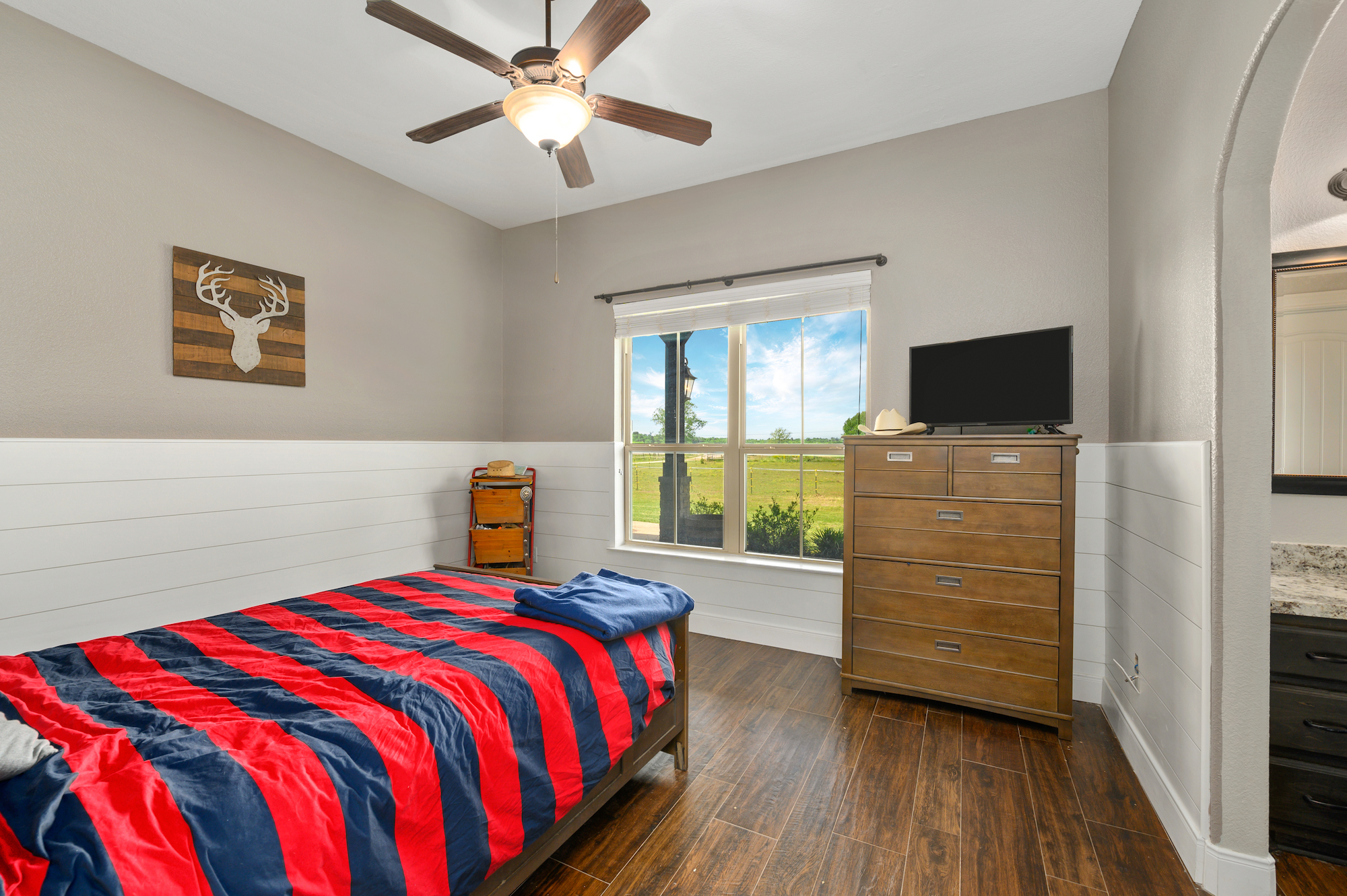 Custom Country Home with Acreage in Sealy - Image 14 of 46