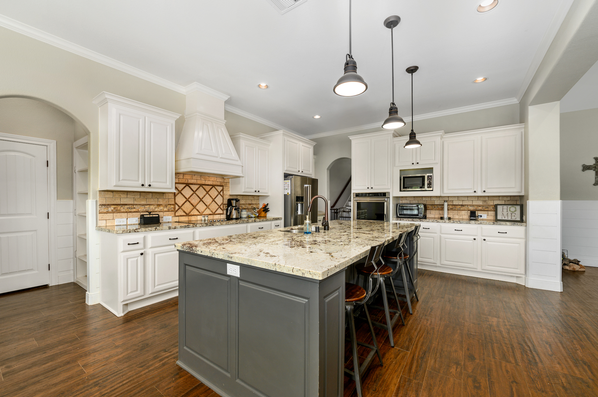 Custom Country Home with Acreage in Sealy - Image 23 of 46