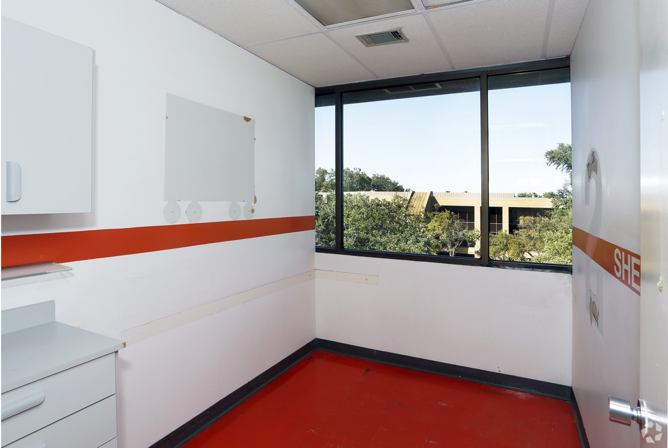 Medical Office Suite in Dallas - Suite 200 - Image 19 of 20