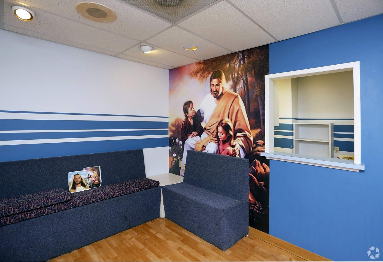 Medical Office Suite in Dallas - Suite 200 - Image 16 of 20