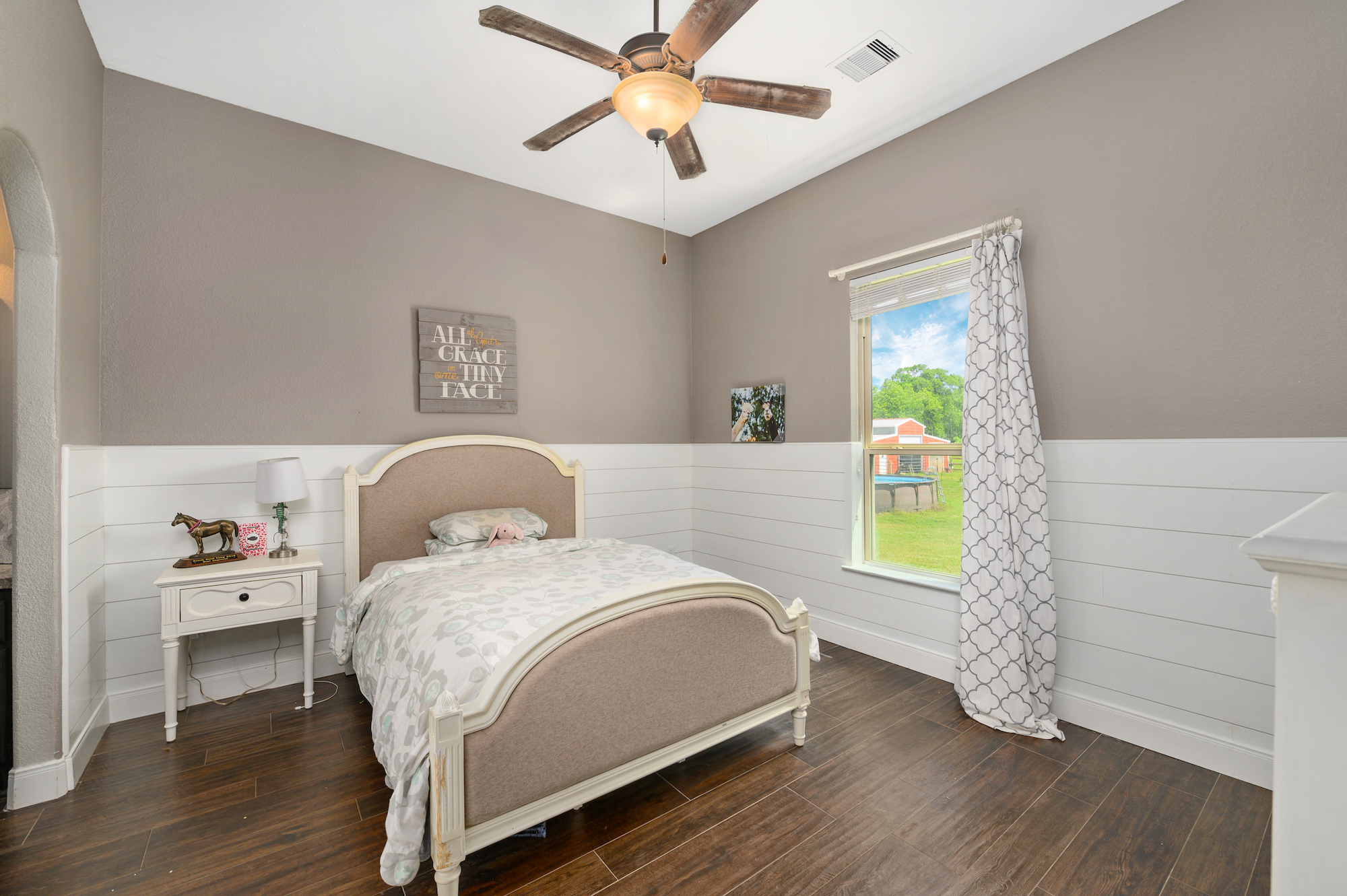 Custom Country Home with Acreage in Sealy - Image 16 of 46