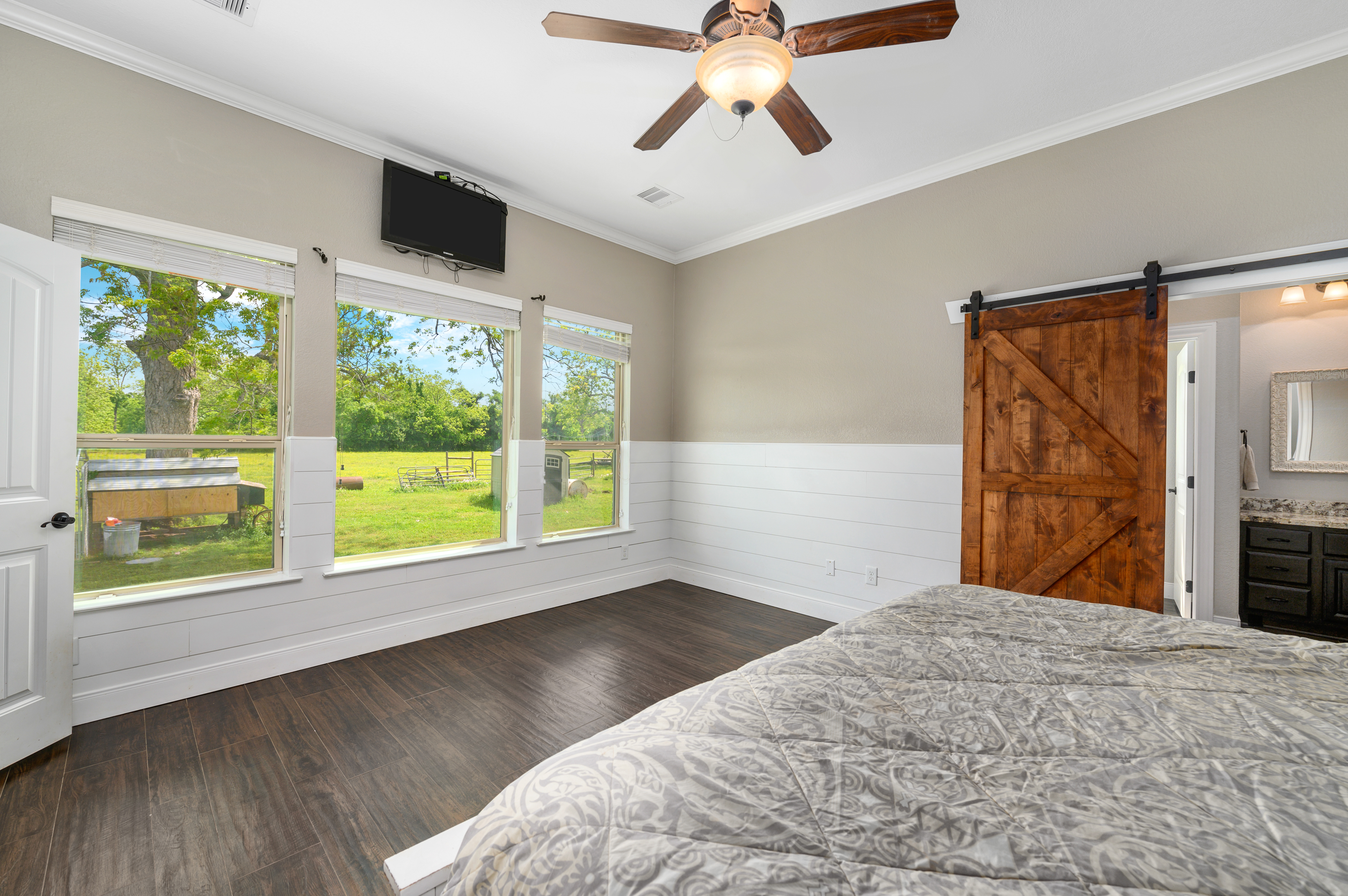 Custom Country Home with Acreage in Sealy - Image 27 of 46