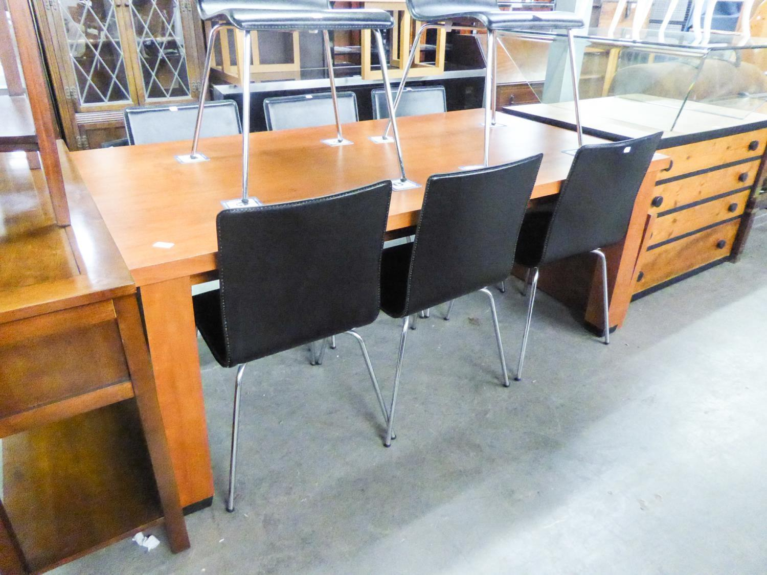 LARGE GOOD QUALITY EXTENDING DINING TABLE, HAVING EXTRA LEAF (SEATS 8-10)