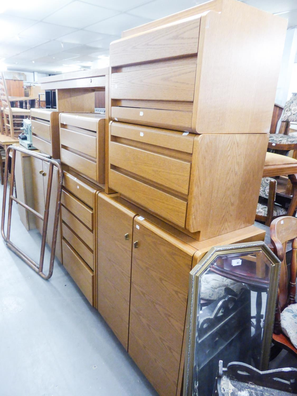 GOOD QUALITY 'MOSER' LIGHT OAK BEDROOM FURNITURE TO INCLUDE; A FIVE DRAWER CHEST, A TWO DOOR