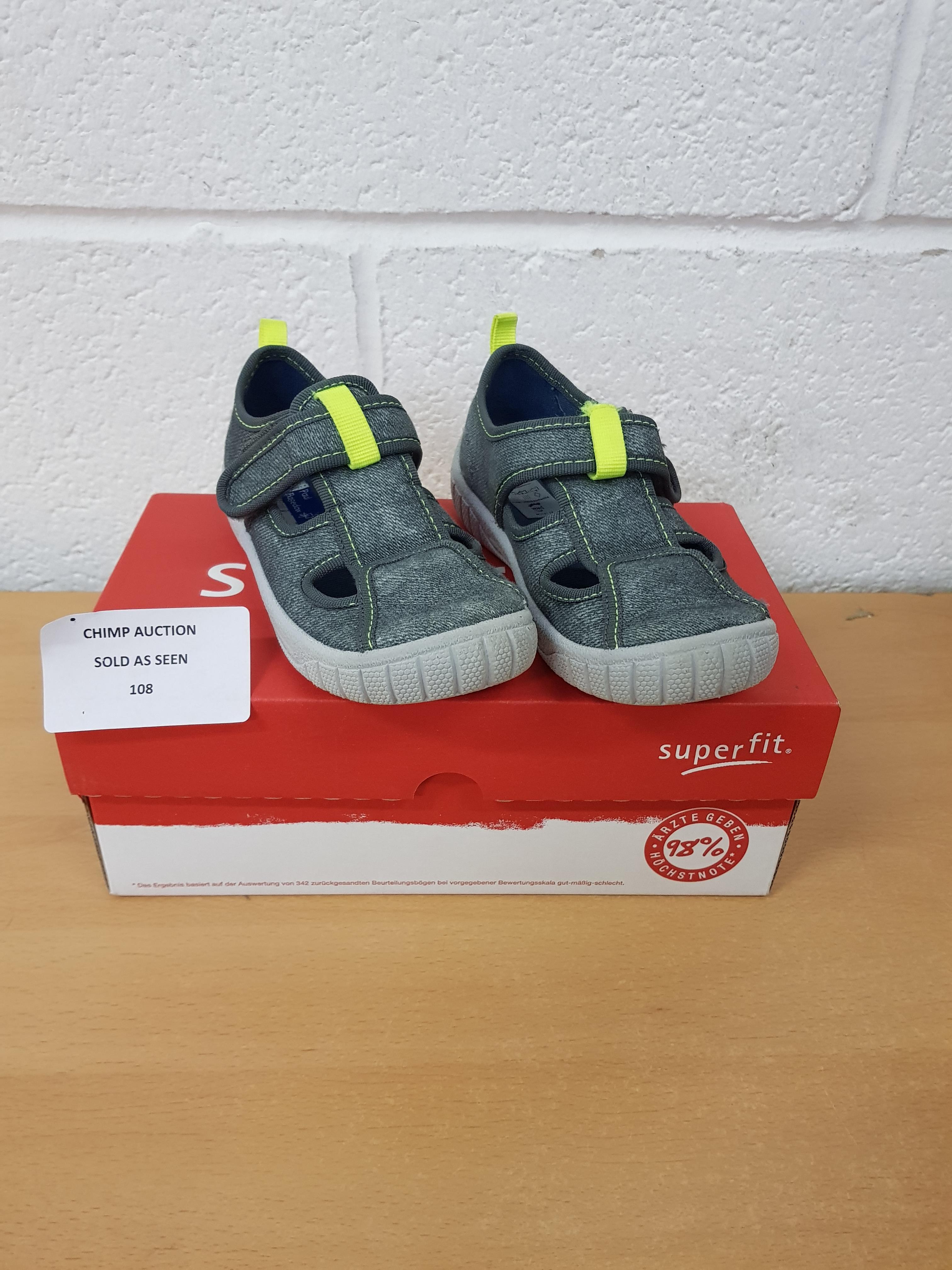 Lot 108 - SuperFit kids shoes EU 27