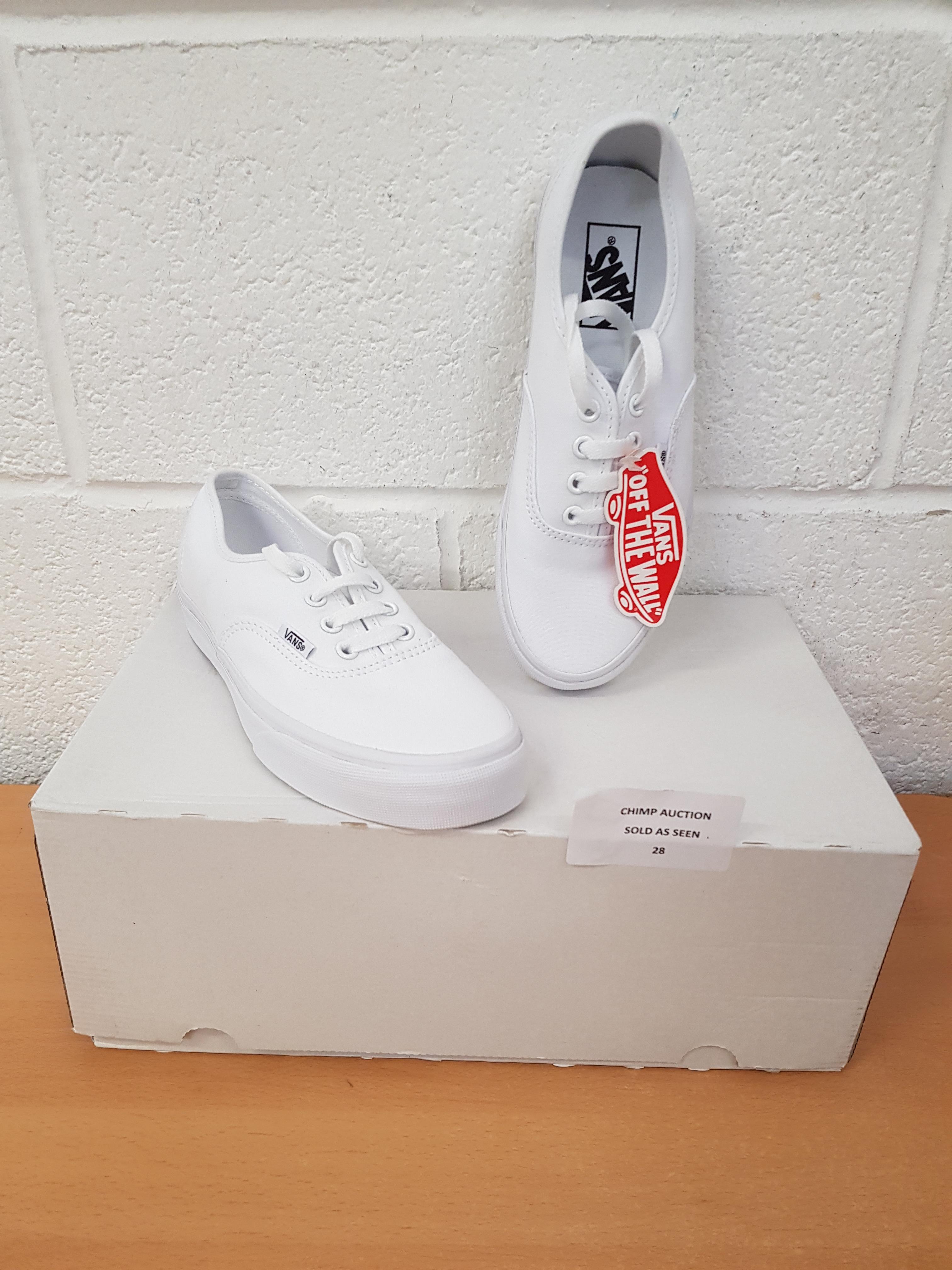 Lot 28 - Vans Unisex shoes UK 5