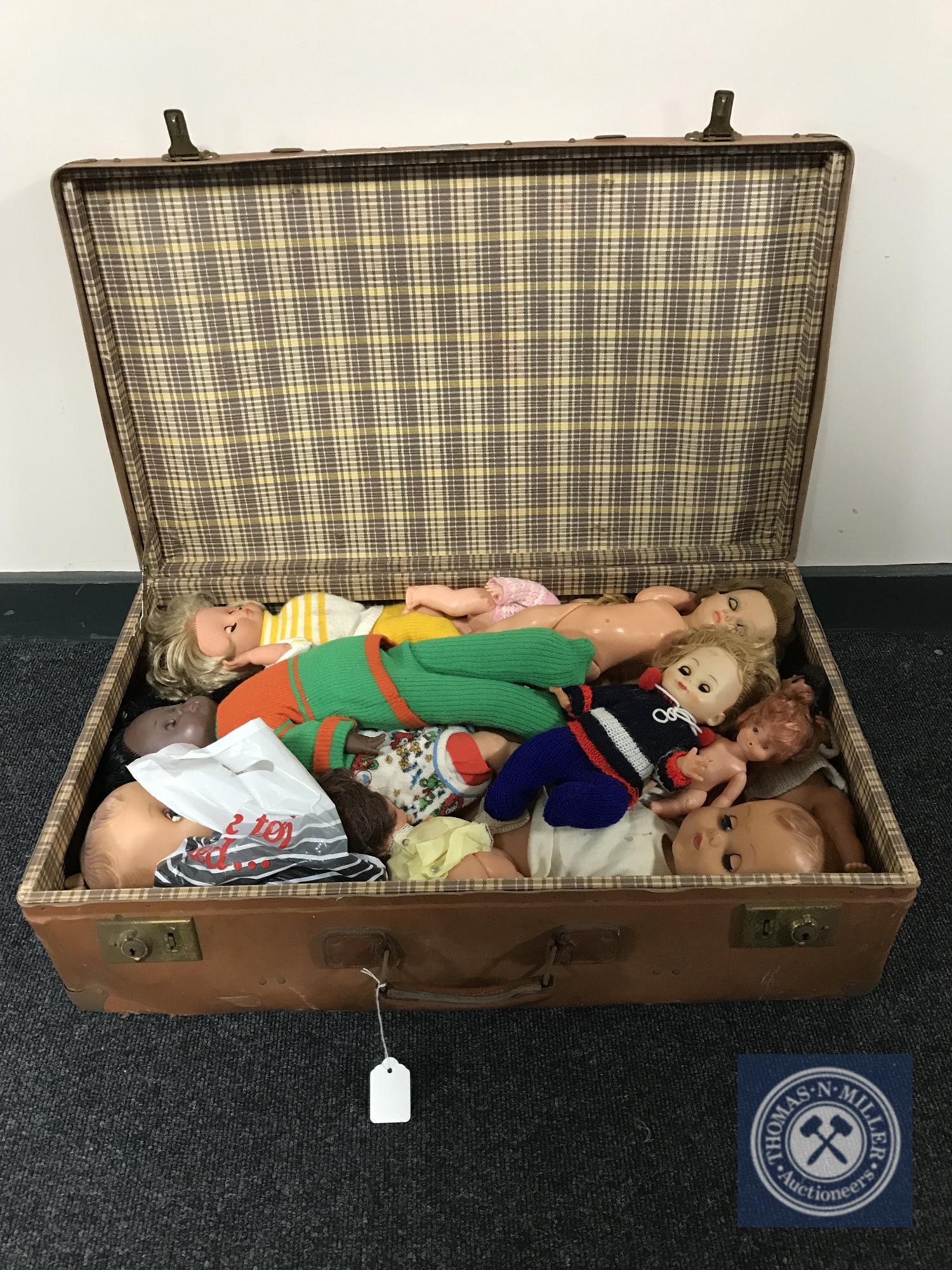 Lot 18 - A vintage leather case containing mid twentieth century dolls