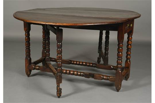 A late 17th early 18th century oak gate leg dining table for Single leg dining table