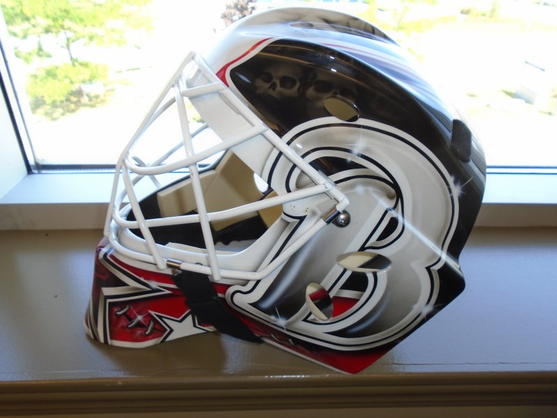 Lot 18 - Sport Mask Graphic Goalie Mask