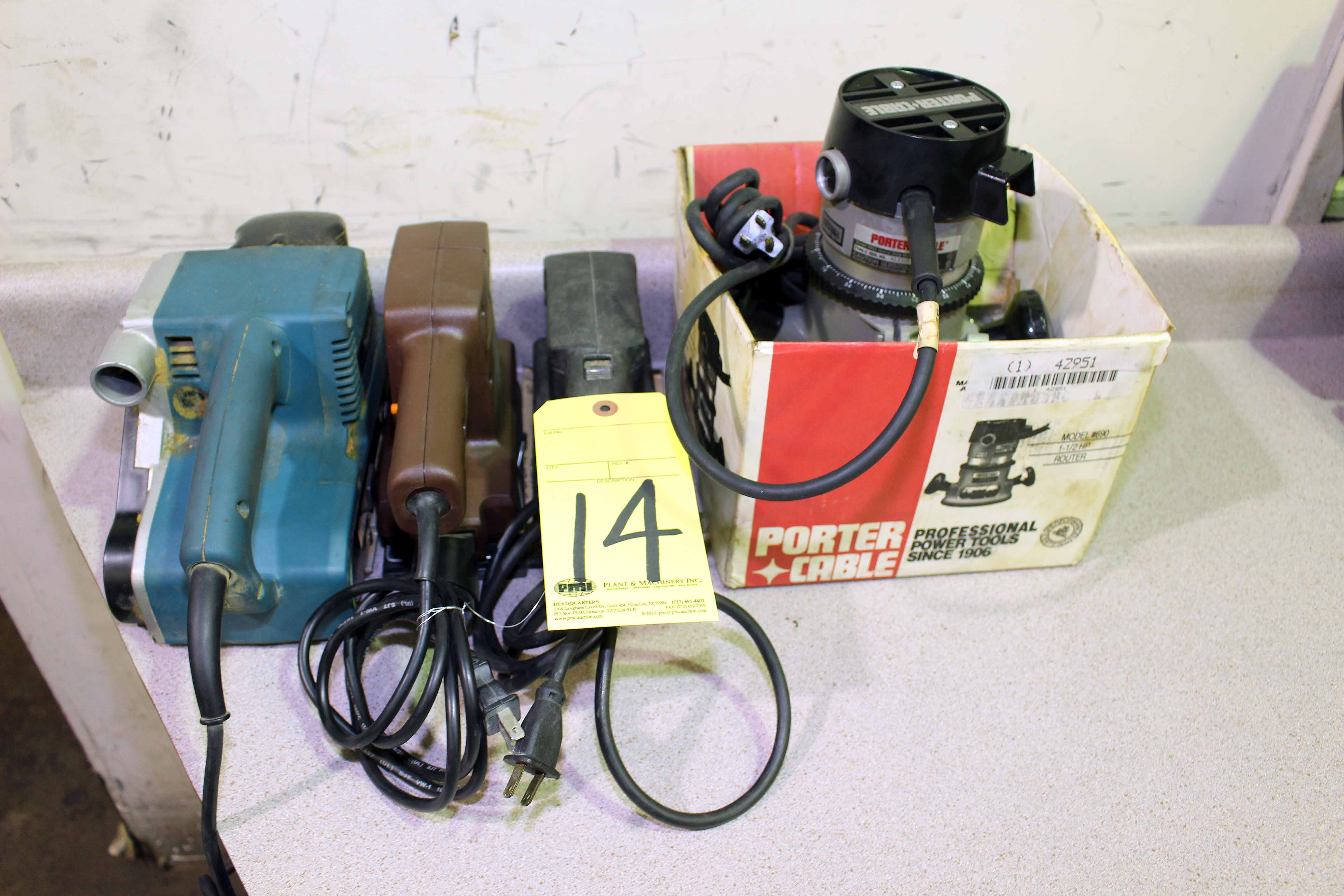 Lot 14 - LOT OF WOODWORKING TOOLS: router & sanders