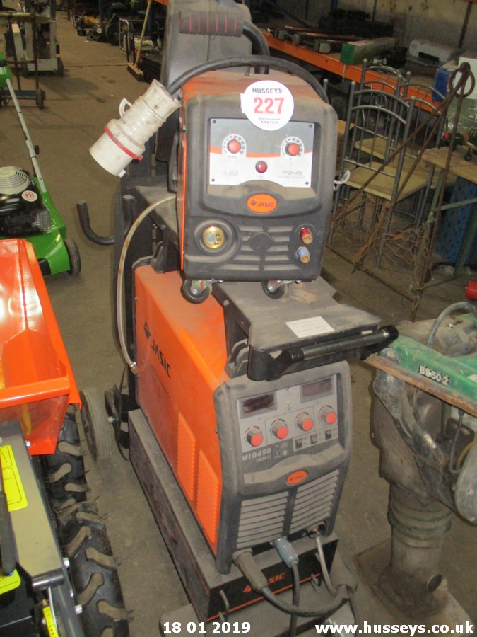 Lot 227 - JASIC MIG450 WELDER