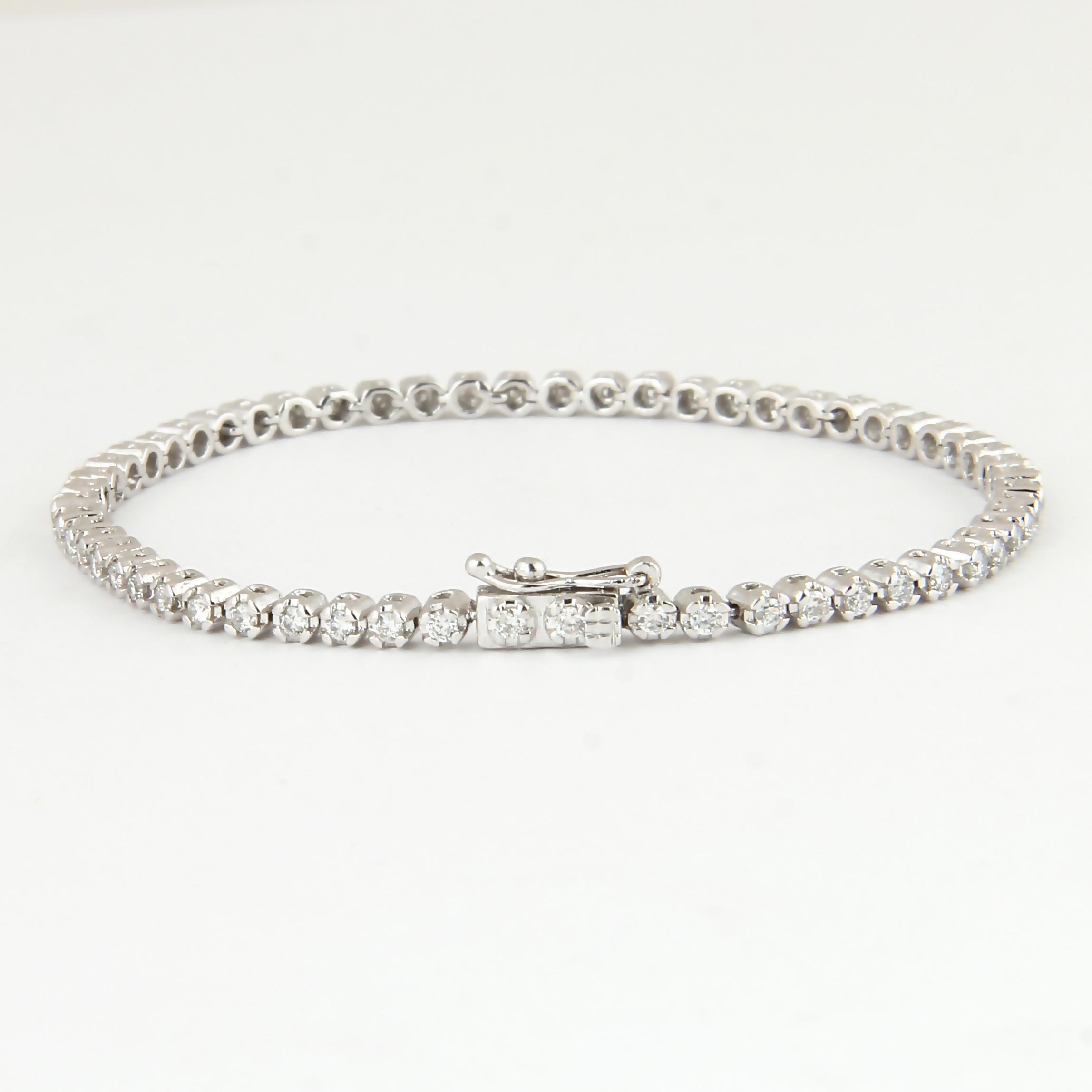 Lot 37 - 14 K / 585 White Gold Tennis Bracelet with Diamonds