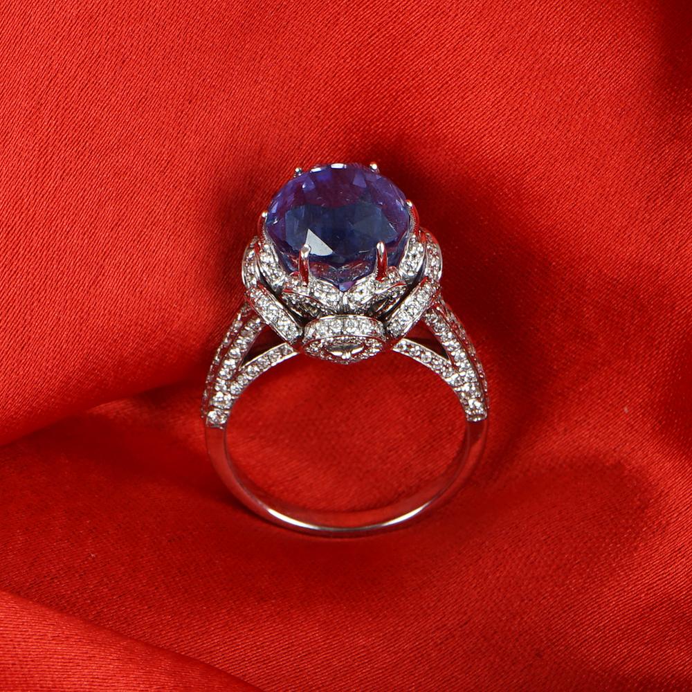 Lot 36 - 14 K / 585 White Gold Blue Sapphire (IGI Certified) & Diamond Ring