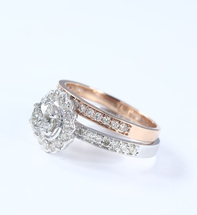 Lot 33 - 18 K / 750 - Set of 2 Rings with Solitaire diamond & side Diamonds