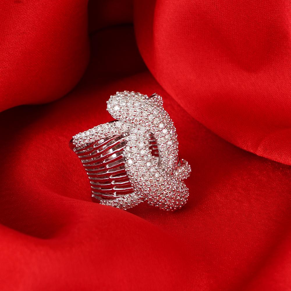 Lot 46 - 14 K / 585 White Gold Designer Diamond Ring
