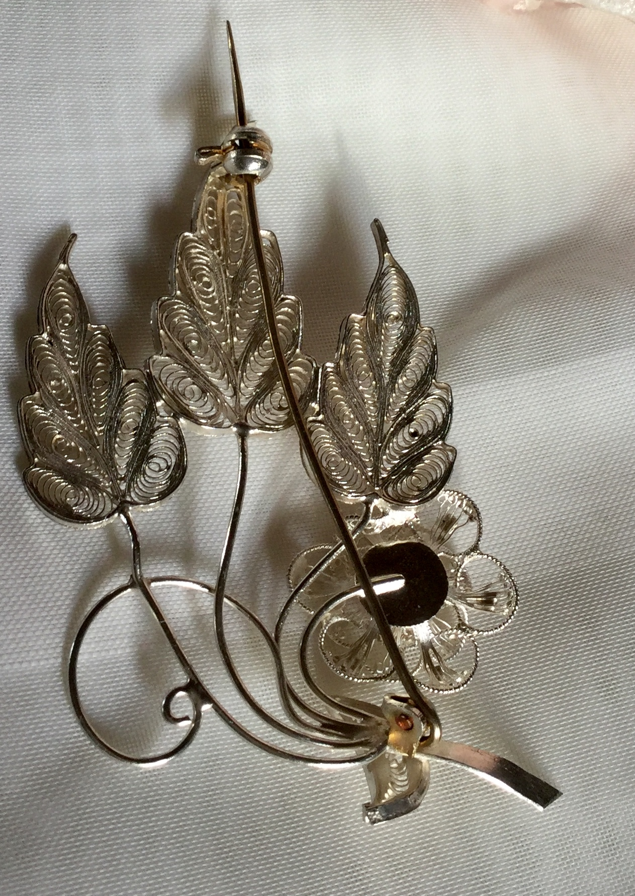 Finesse Vintage Malta Brooch Flower and leaf 7.57 gram scarf pin shawl pin - Image 3 of 4