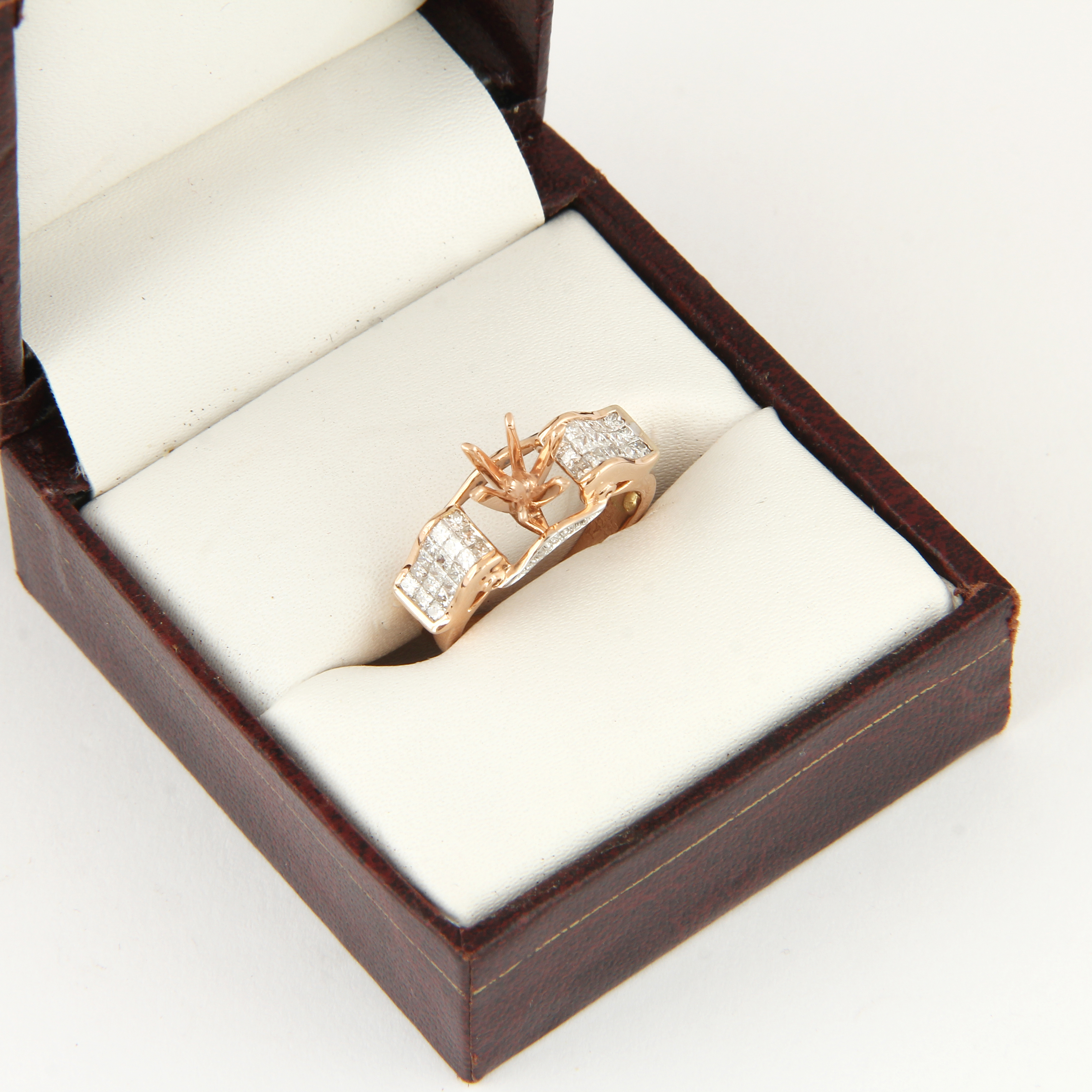 Lot 47 - 14 K / 585 Rose Gold Diamond Ring - Center stone unmounted