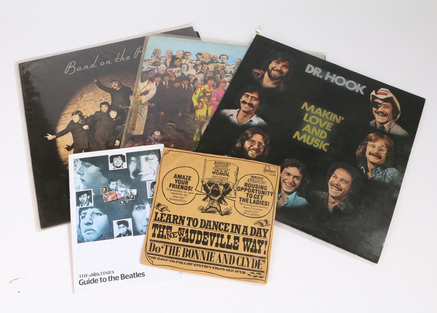 Lot 12 - 3x LPs, The Beatles - Sgt. Peppers Lonely Hearts Club Band (PMC 7027), Wings - Band on The Run and
