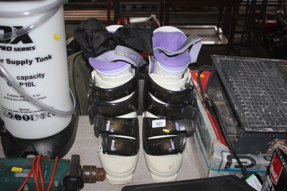 Lot 927 - A pair of Nordica 26 ski boots