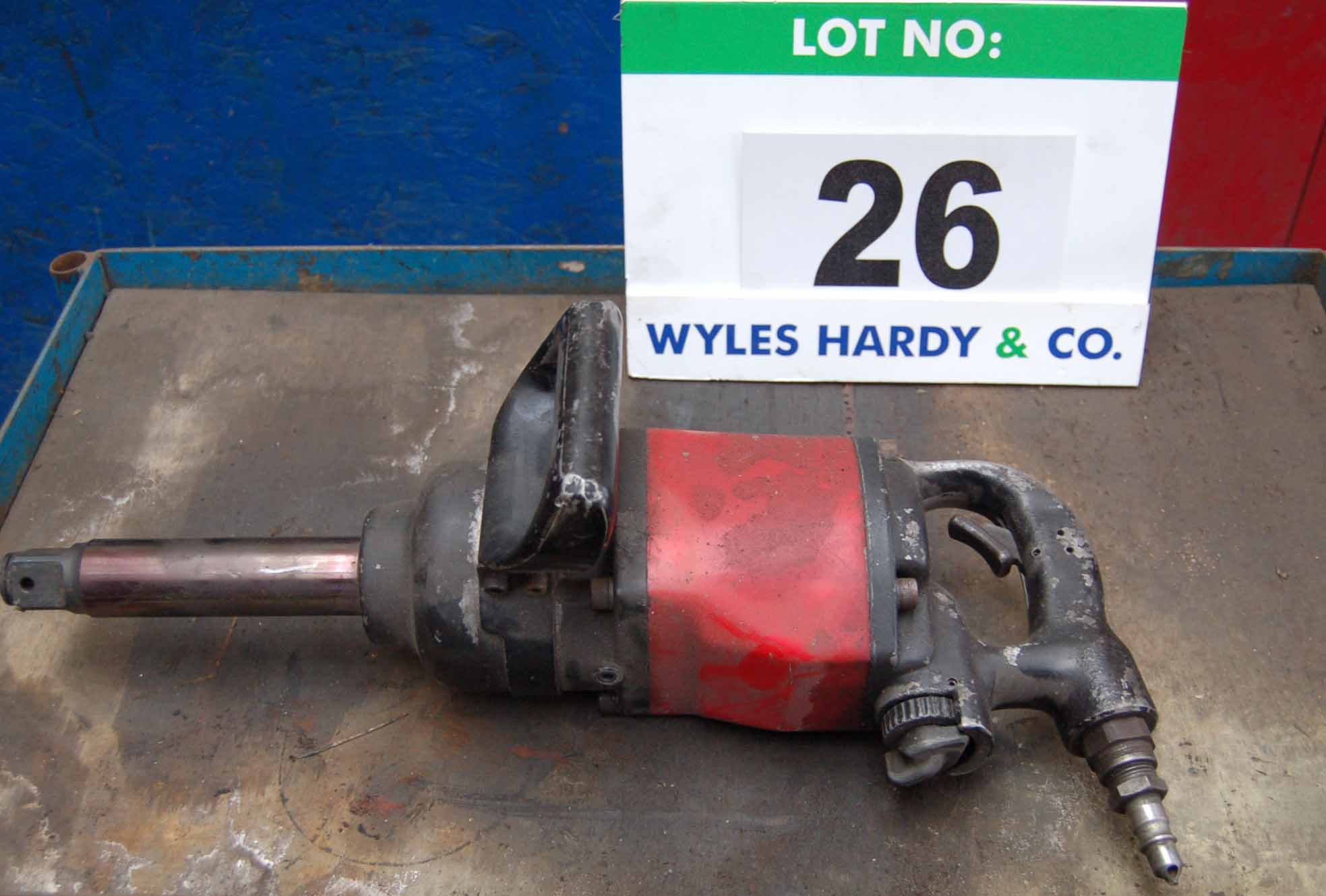 Lot 26 - A UNIVERSAL Air Tool UT8413 Heavy Duty Pneumatic Impact Wrench