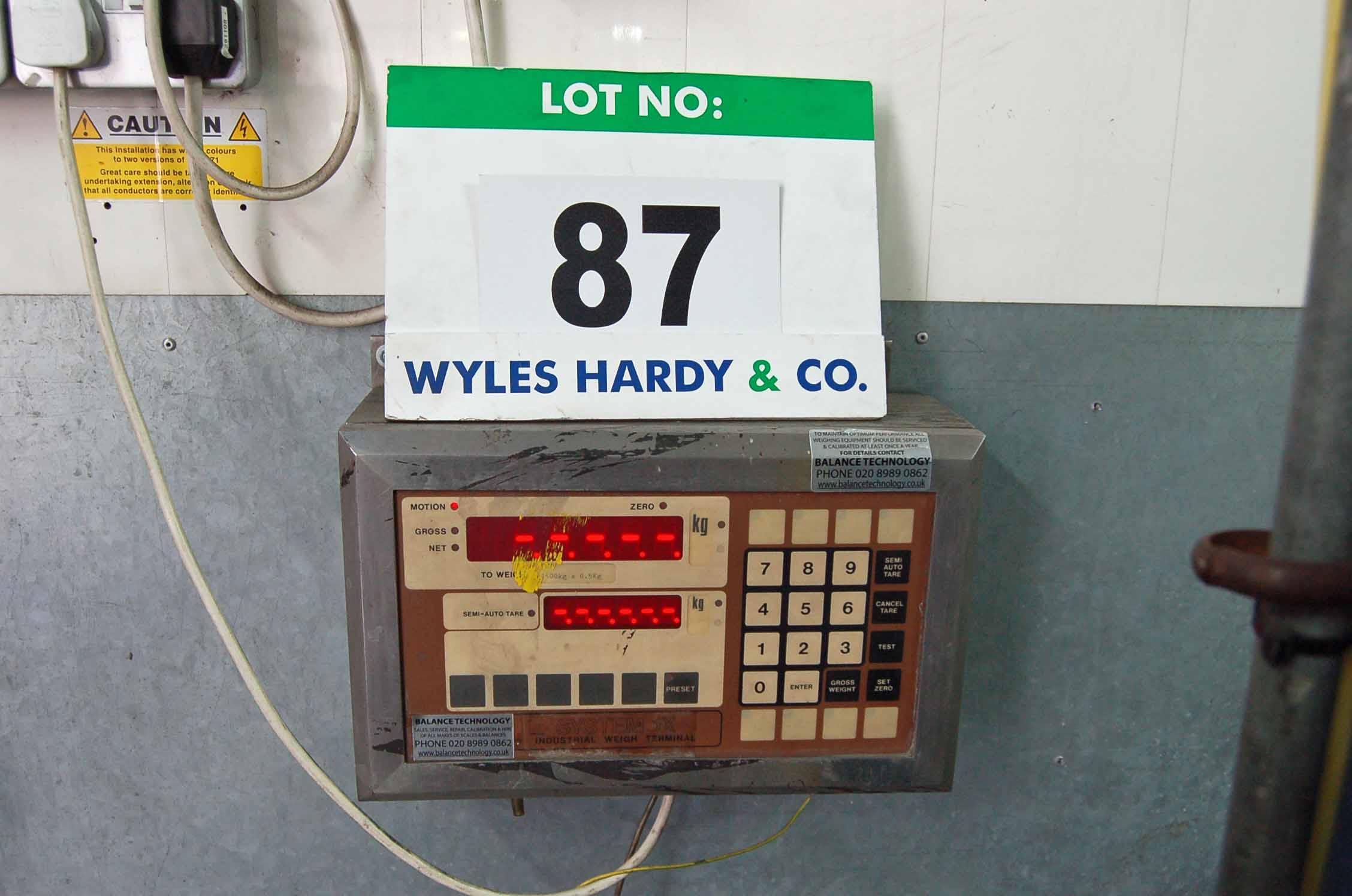 Lot 87 - An Approx. 1.4M x 1.25M Steel Portable Platform Scales with A Wall mounted SYTEM 1X 1500Kg x 0.5Kg