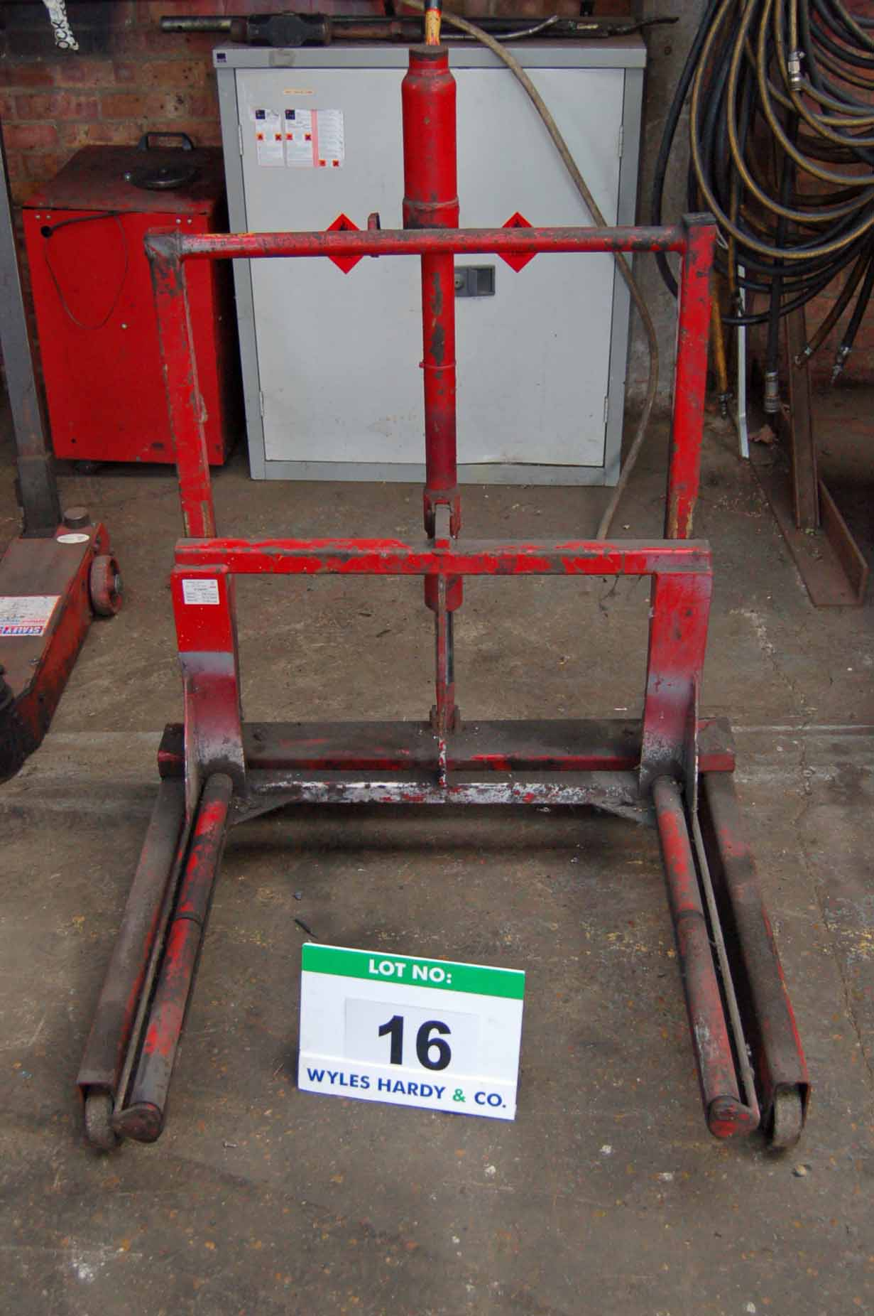 Lot 16 - An AC HYDRAULICS W50T Manual Hydraulic Mobile Commercial Vehicle Wheel Lift, 500Kg capacity
