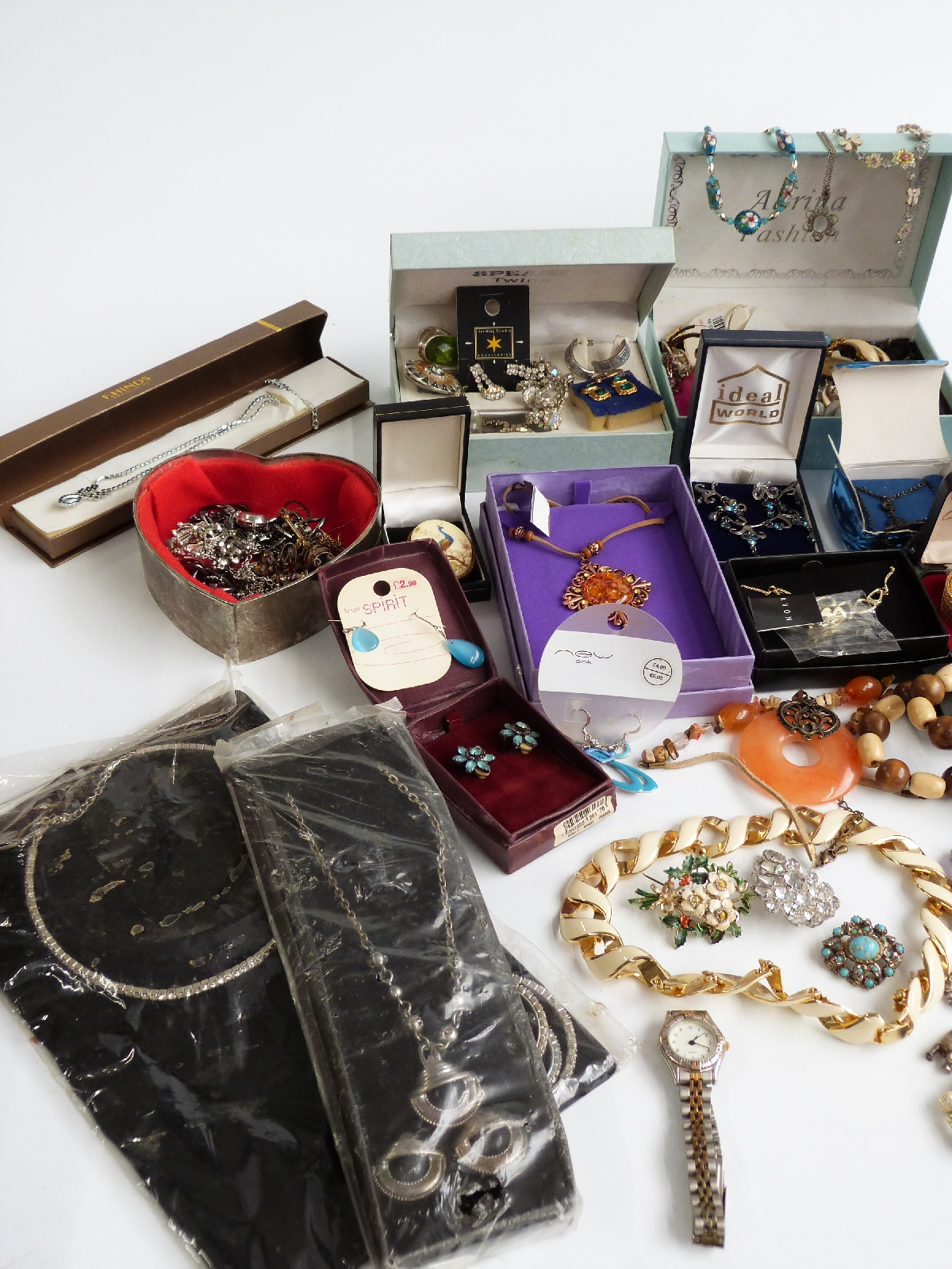 Lot 17 - A collection of jewellery including silver charm bracelet, brooches, etc