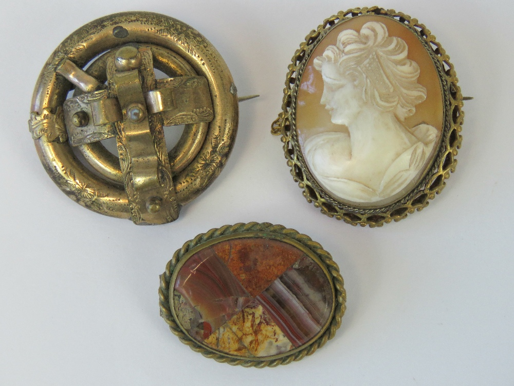 Lot 91 - Three vintage brooches including a shell