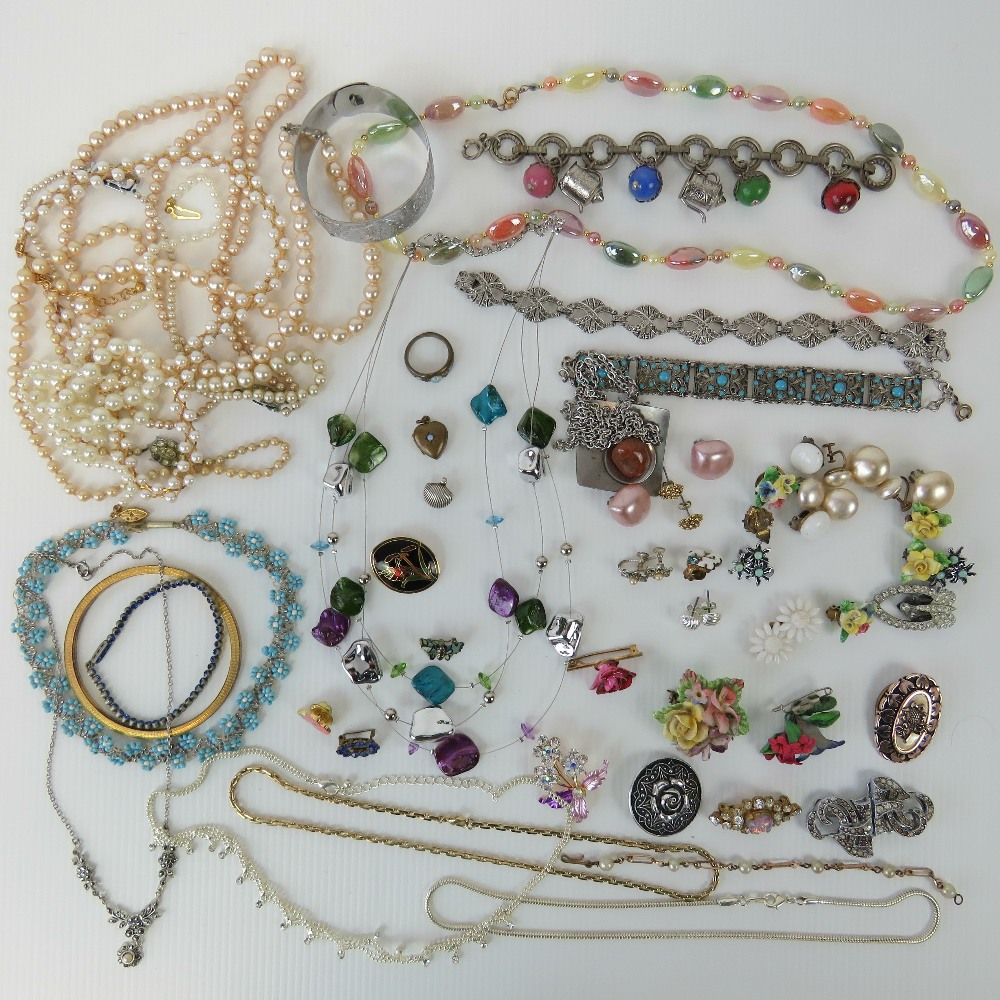 Lot 131 - A quantity of assorted vintage and moder