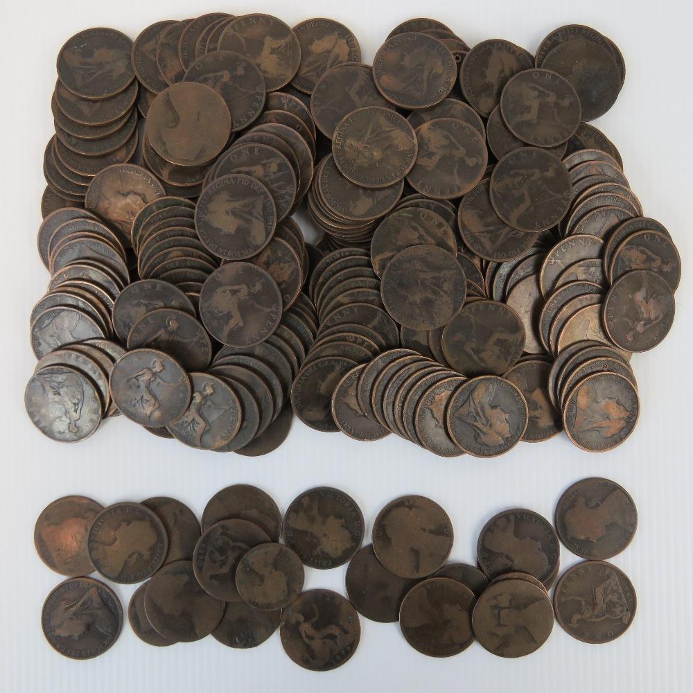 Lot 317 - A quantity of Victoria pennies including