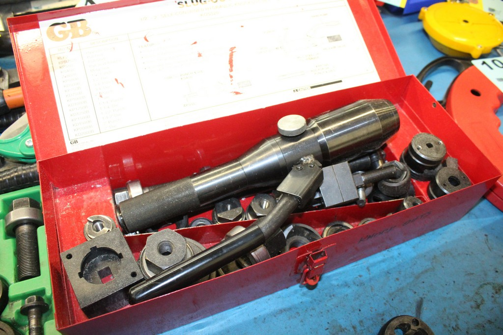 Lot 1045 - GB KOS520 SELF CONTAINED HYDRAULIC KNOCKOUT SET
