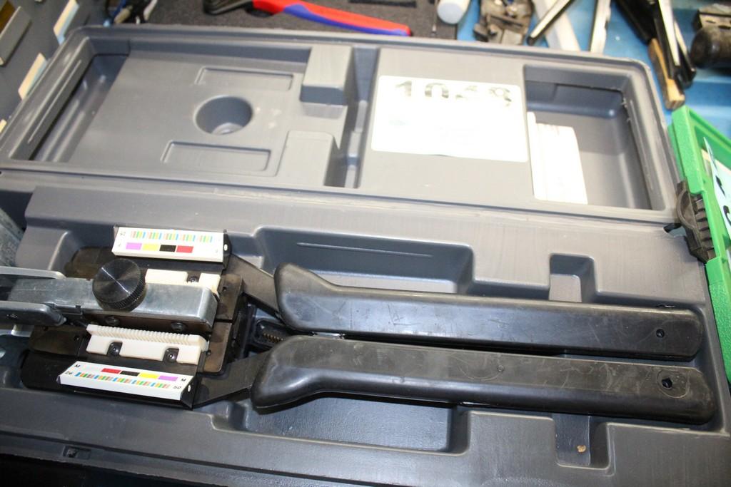 AMP MI-1 50 PIN BUTTERFLY CRIMPER