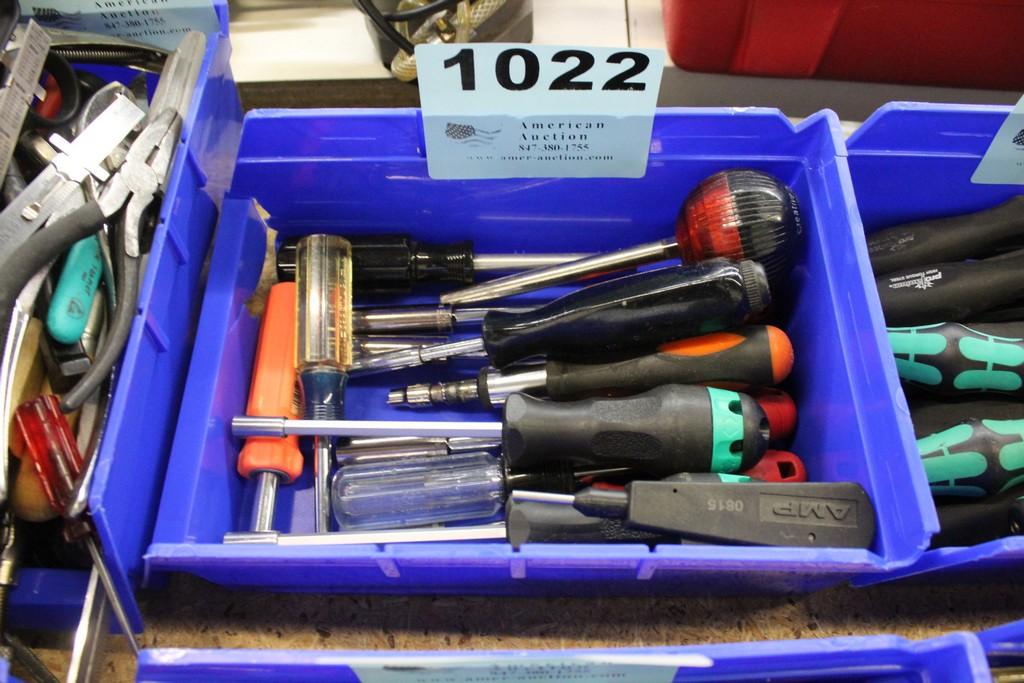 Lot 1022 - ASSORTED SCREWDRIVERS