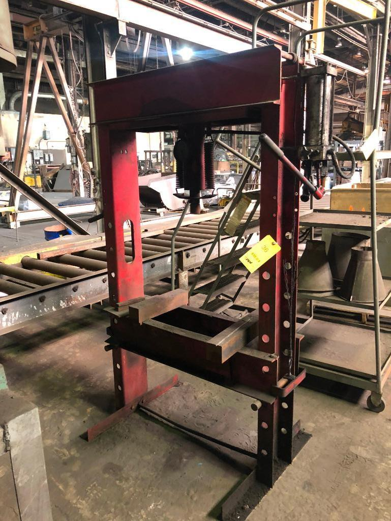Lot 36 - 55 Ton Manual Shop Press