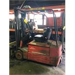 LOT: Linde Model E15S Electric Fork Lift Truck S/N 324F03617316 with Charger