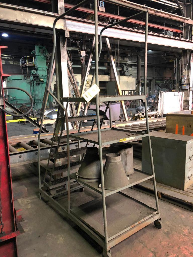 Lot 37 - 5 Step Portable Stair