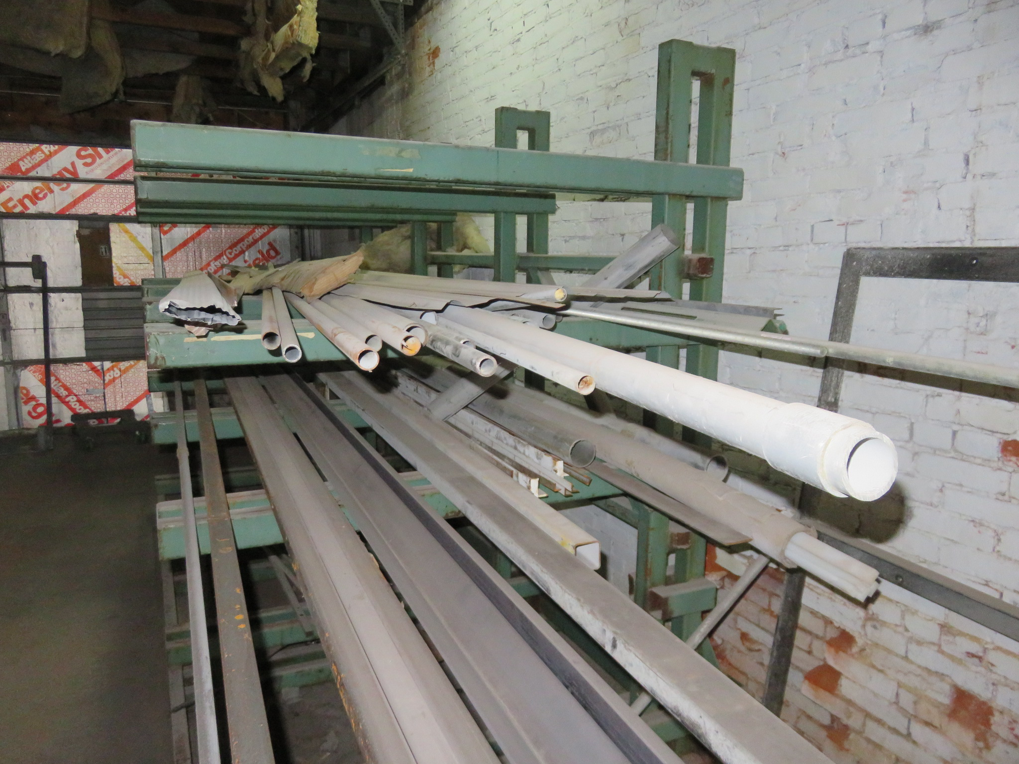 """Heavy Duty Cantilever Racking with Metal Stock Approx.123"""" x 56.5"""" x 82"""" - Image 5 of 6"""