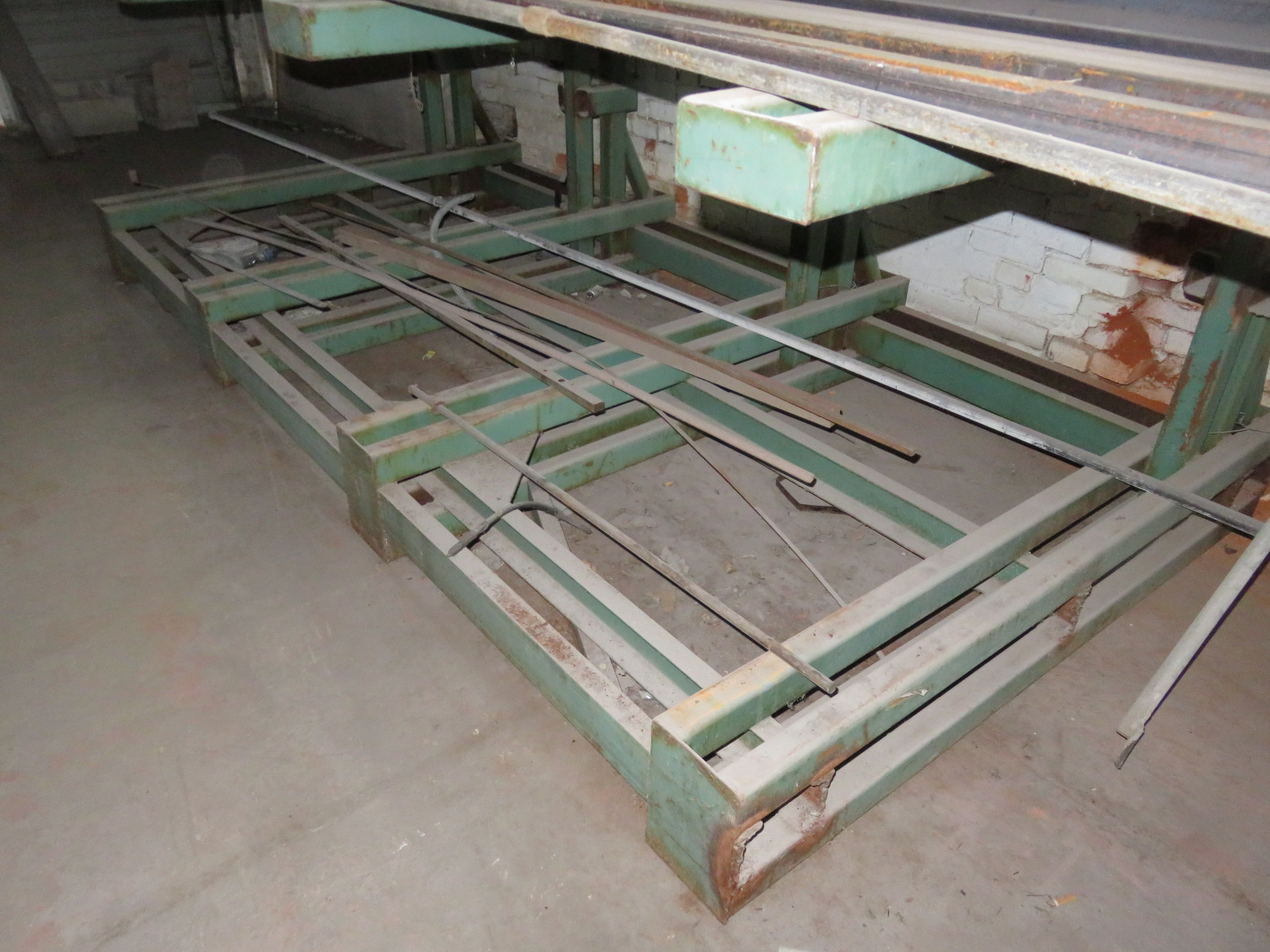 """Heavy Duty Cantilever Racking with Metal Stock Approx.123"""" x 56.5"""" x 82"""" - Image 4 of 6"""