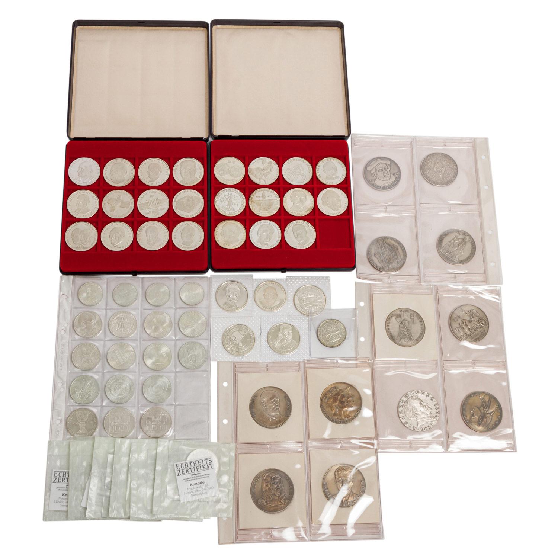 SILBERLOT mit Medaillen und Münzen,