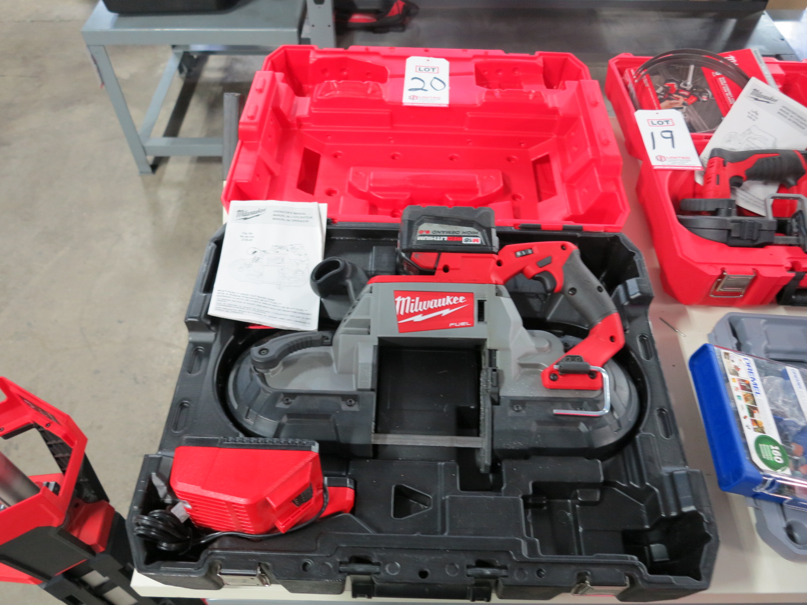 Lot 20 - MILWAUKEE M18 FUEL DEEP CUT BAND SAW, W/ BATTERY, CHARGER, CASE, CAT. NO. 2729-20, 18V