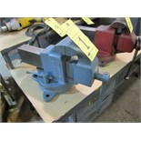 "Lot 1 - VISE, 4-1/2"", swivel base"