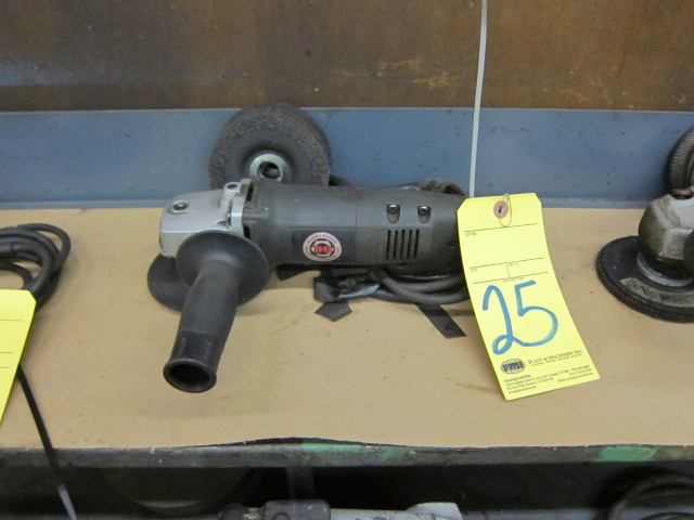 Lot 25 - ANGLE DISC GRINDER, BLACK & DECKER 4-1/2""