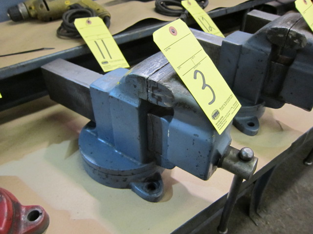 "Lot 3 - VISE, 4-1/2"", swivel base"
