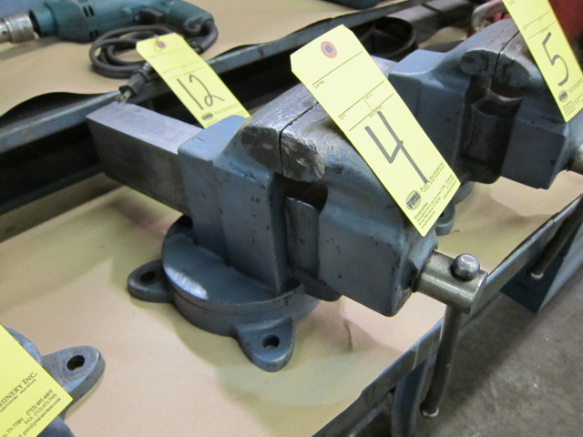 "Lot 4 - VISE, 4-1/2"", swivel base"