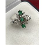 LOVELY VINTAGE EMERALD & DIAMOND RING SET IN WHITE GOLD