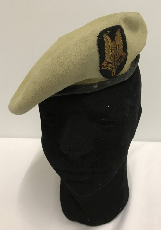 Lot 137 - Airborne and SAS interest. SAS beret with SAS cloth badge.